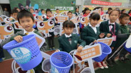 Children separating waste in Ningbo.