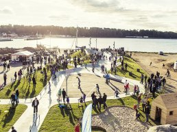 Image of residents of Lemvig Municipality in their new climate-proofed seafront harbour.