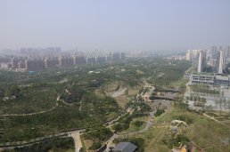 In less than a year, the city of Wuhan has transformed over 50 ha of a closed landfill into a garden for city residents to enjoy, improving life in the city and solving pollution challenges.